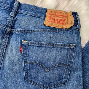 LEVIS: Vintage 501 Button Fly